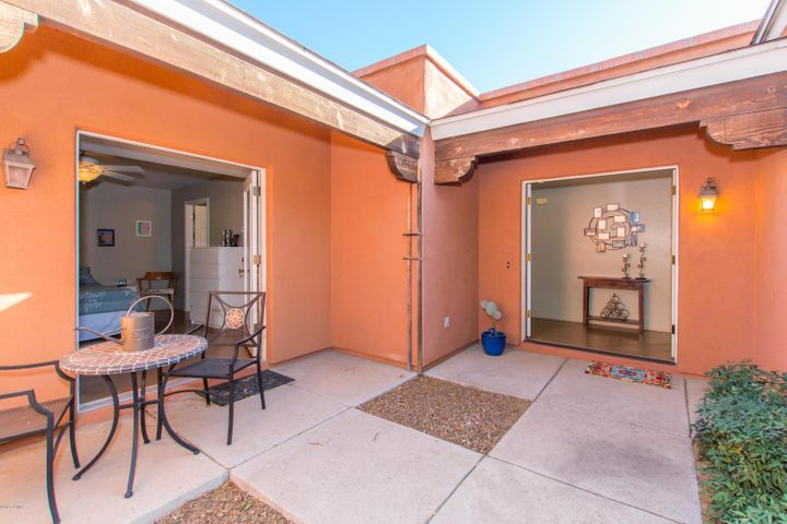 2940 N Adelaide Farms Place, Tucson, AZ 85719