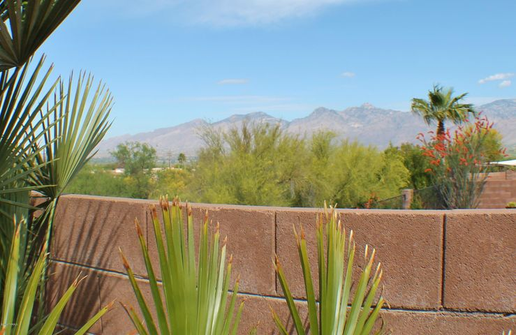 10649 E Barclay Park Loop, Tucson, AZ 85748