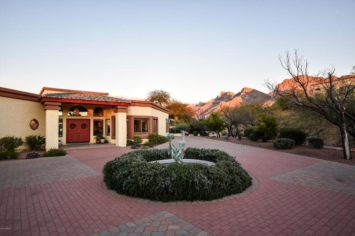 590 W Atua Place, Oro Valley, AZ 85737