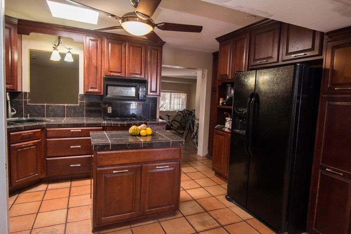 All appliances in this lovely kitchen stay with home!