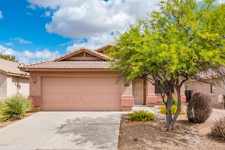 2457 E Chisel Court in Oro Valley