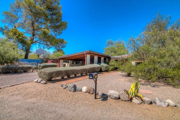 211 S Calle De Jardin, Tucson, AZ 85711