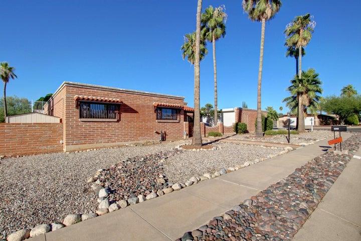 9009 E Palm Tree Drive, Tucson, AZ 85710