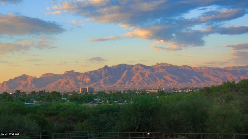 504 S Stephanie Loop, Tucson, AZ 85745