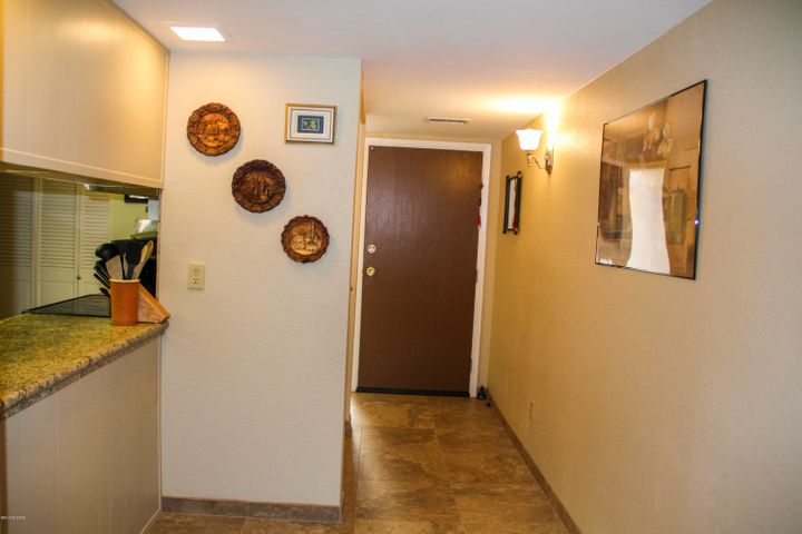 Foyer & Breakfast Bar