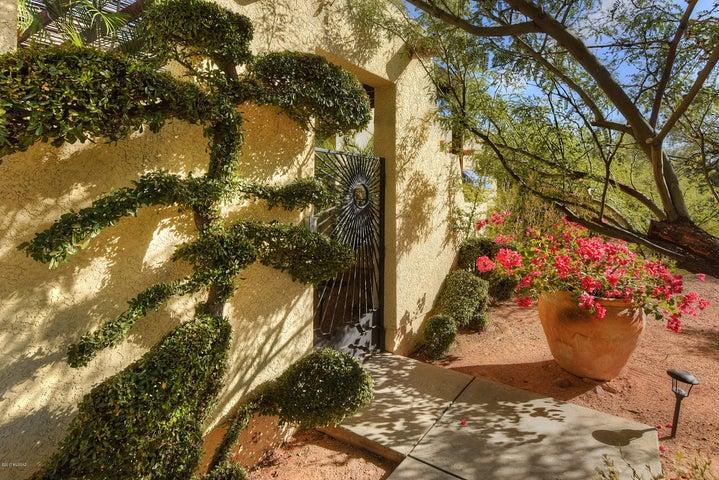 620 W Chapala Drive, Tucson, AZ 85704