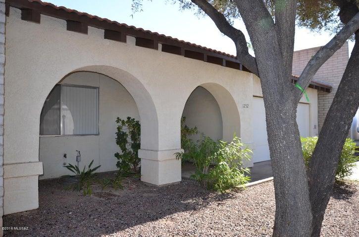 1252 N Via Ronda Oriente, Tucson, AZ 85715