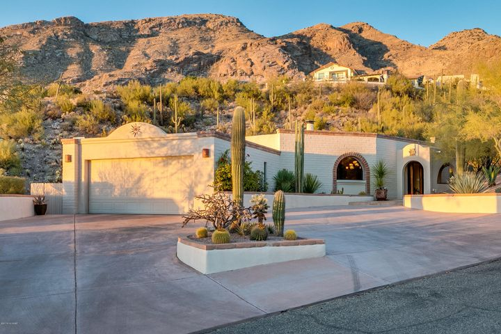 Stunning backdrop, nested in the Catalina Foothills