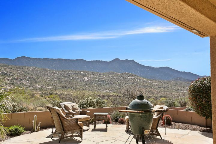 Privacy and serenity with these unobstructed Catalina Mountain views!!