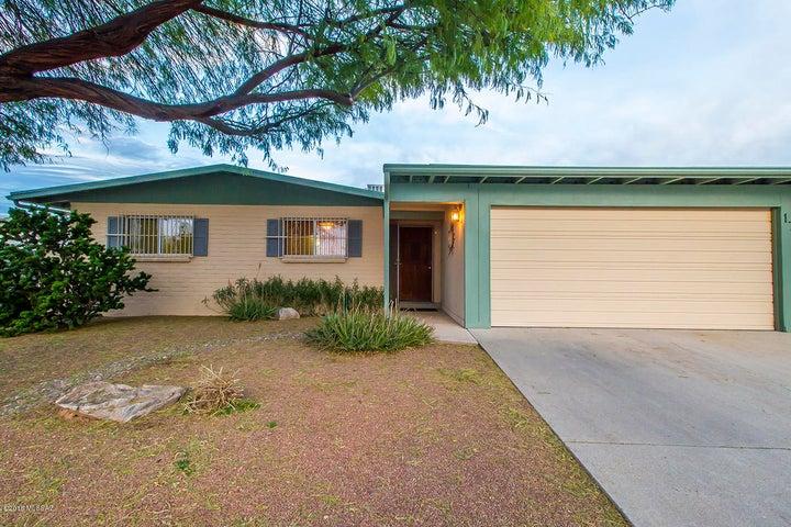 1733 S Regina Cleri Drive, Tucson, AZ 85710