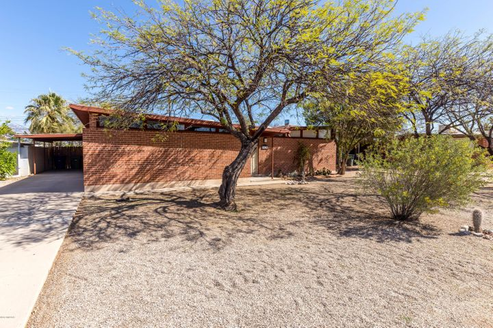 6743 E Montecito Drive, Tucson, AZ 85710