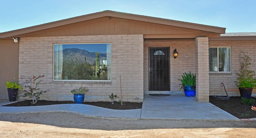 Welcome Home! Gorgeous ranch style home with modern remodel!