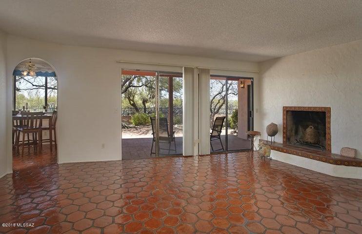 5719 N Camino Del Conde, Tucson, AZ 85718