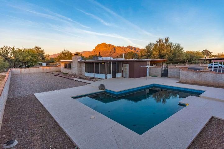1250 W Emerine Drive, Tucson, AZ 85704