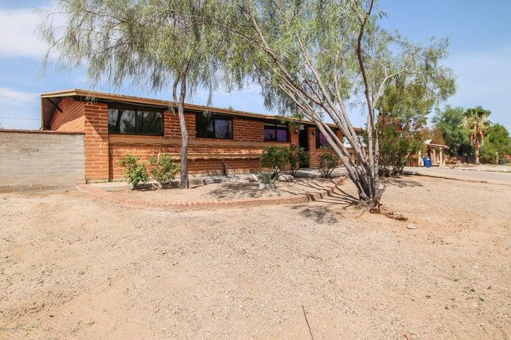 8220 E Lynch Place, Tucson, AZ 85710