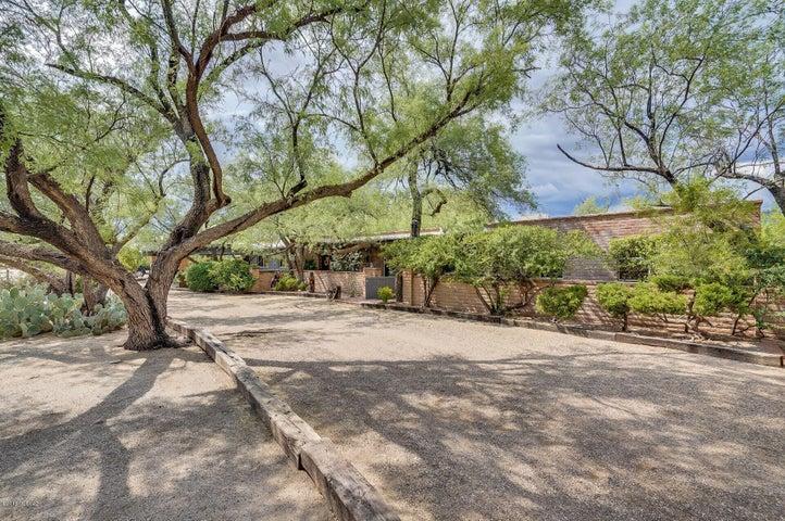 8901 E Bears Path Road, Tucson, AZ 85749