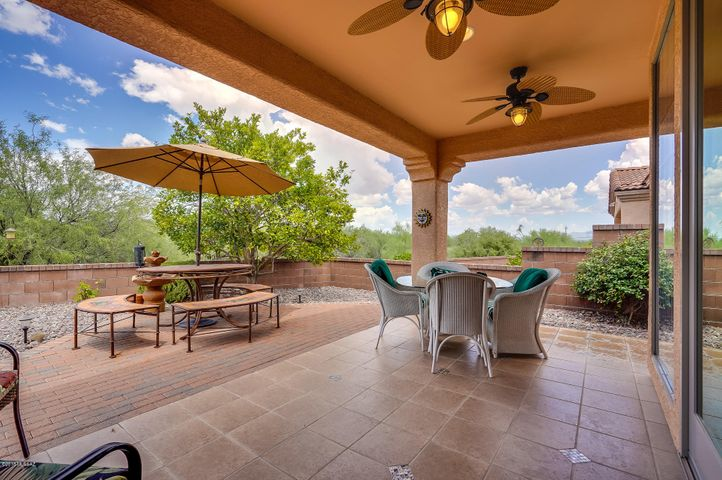 588 W Union Bell Drive, Green Valley, AZ 85614