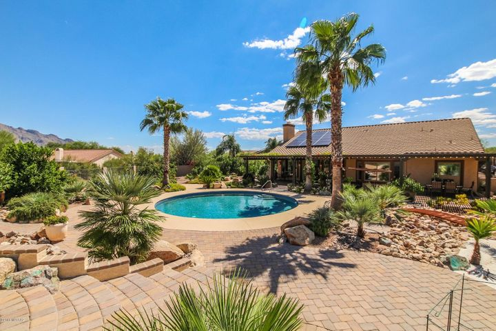 1556 W Periwinkle Place, Oro Valley, AZ 85737