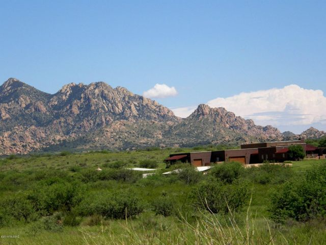 The house is close to the Dragoon Mountains located in the Coronado National Forest. They offer great places to ride and hike.