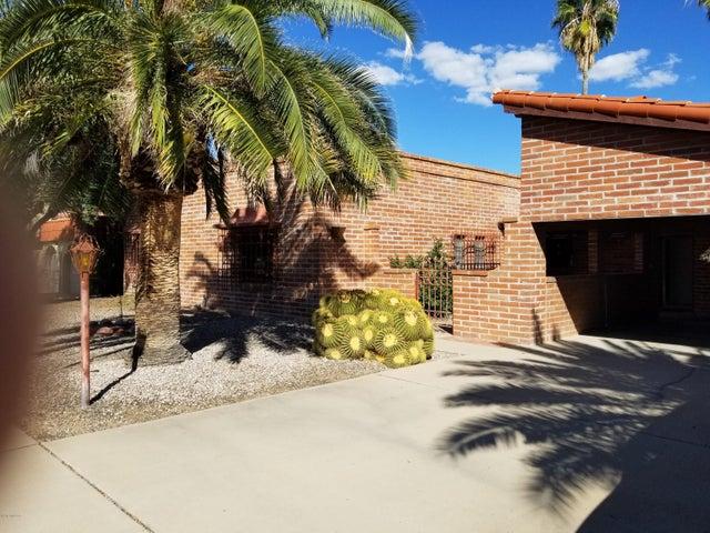 742 N Abrego Drive, Green Valley, AZ 85614