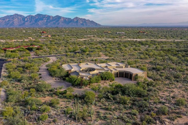 Spectacular Catalina Mtn views to the east!