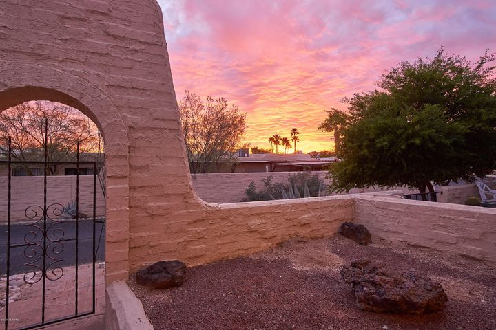 5270 N Pueblo Villas Drive, Tucson, AZ 85704