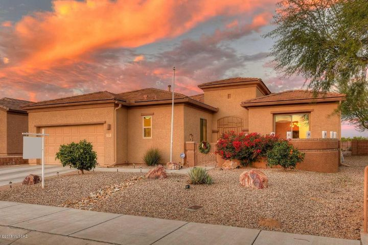978 W Bosch Drive, Green Valley, AZ 85614