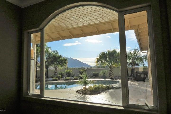 2025 W Three Oaks Drive, Oro Valley, AZ 85737