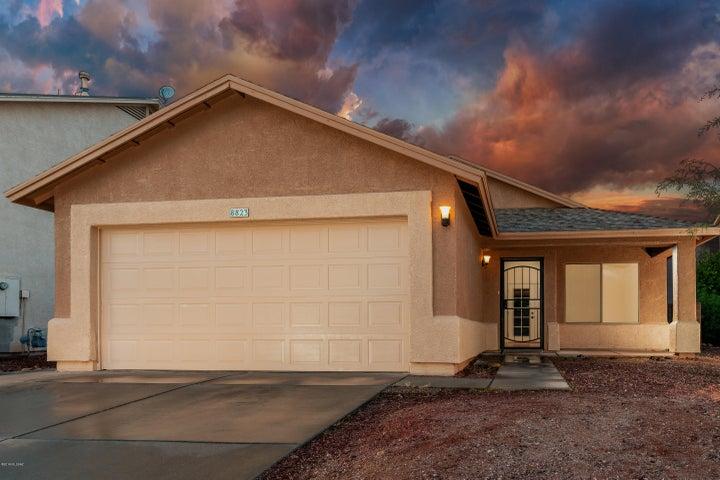 8823 E Lions Spring Place, Tucson, AZ 85747