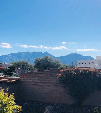 2831 S Fade Drive, Green Valley, AZ 85614