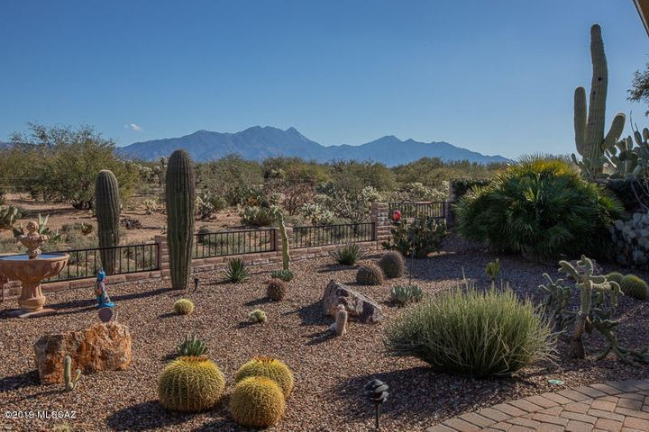 948 N Rams Head Road, Green Valley, AZ 85614