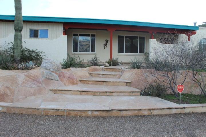 8322 Sandstone Front
