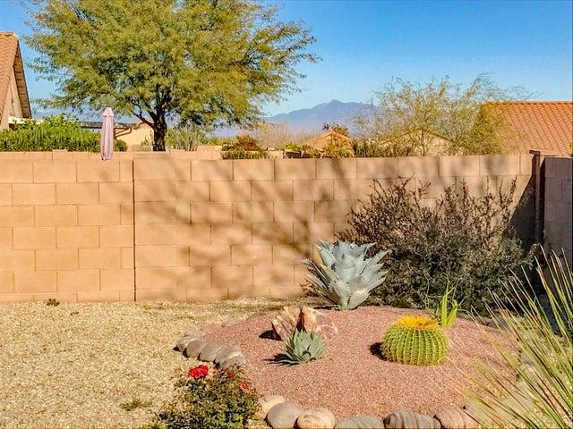 681 W Via Alamos Drive, Green Valley, AZ 85614