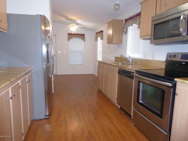 Granite Counter tops and lots of cabinets