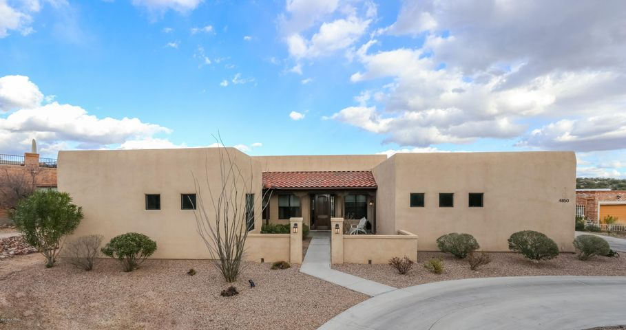 Built in 2013 in fantastic Catalina Foothills neighborhood