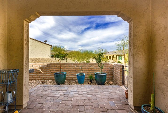 1045 N Grand Canyon Drive, Green Valley, AZ 85614
