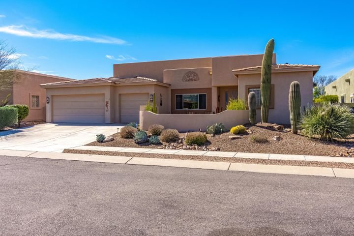 What a find! Tranquil setting, convenient location; one of Oro Valley's most desirable neighborhoods. 2,735 sf, 4 bedroom, 3 bath, 3 car garage.