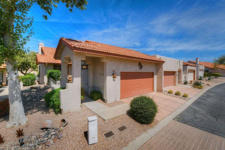 8703 N Arnold Palmer Drive, Tucson, AZ 85742