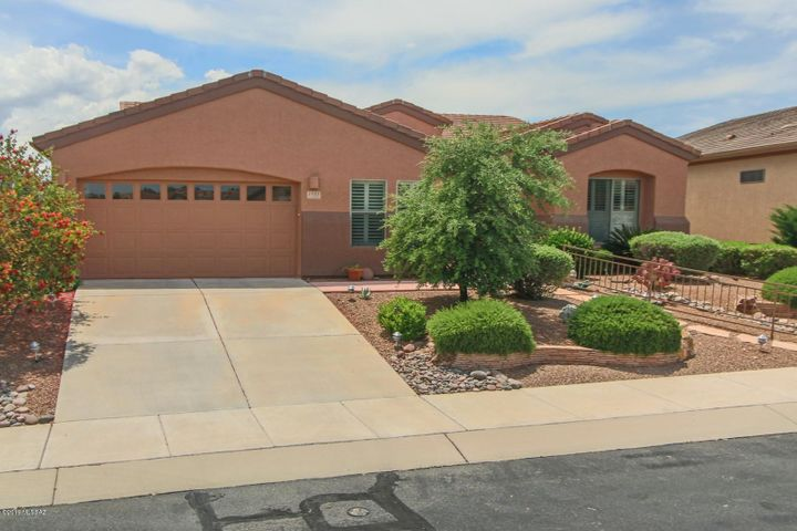 1121 W Mountain Nugget Drive, Green Valley, AZ 85614