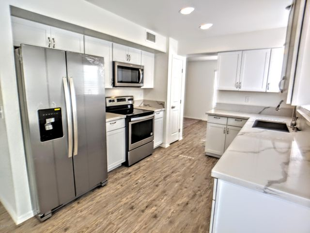 ALL NEW KITCHEN! NEW STAINLESS APPLIANCES!