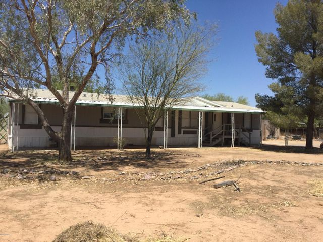 Great quiet rural community, over 1 acre lot, minutes to Road Runner Elementary