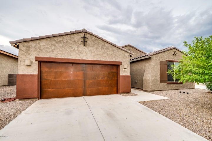 11028 N Delphinus Street, Oro Valley, AZ 85742