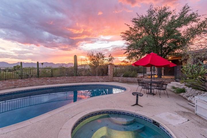 370 E Hillcrest Place, Tucson, AZ 85704
