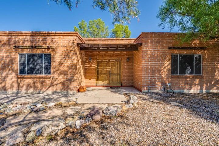 952 S La Higuera, Green Valley, AZ 85614
