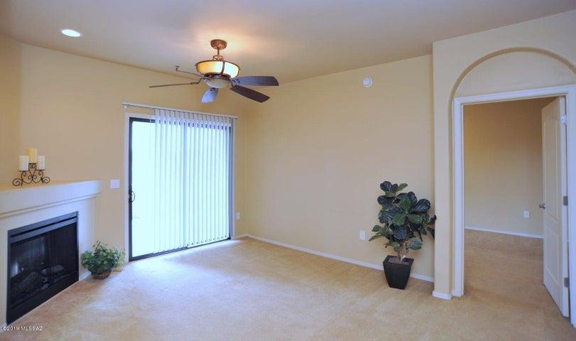 2550 E River Road, 12105, Tucson, AZ 85718