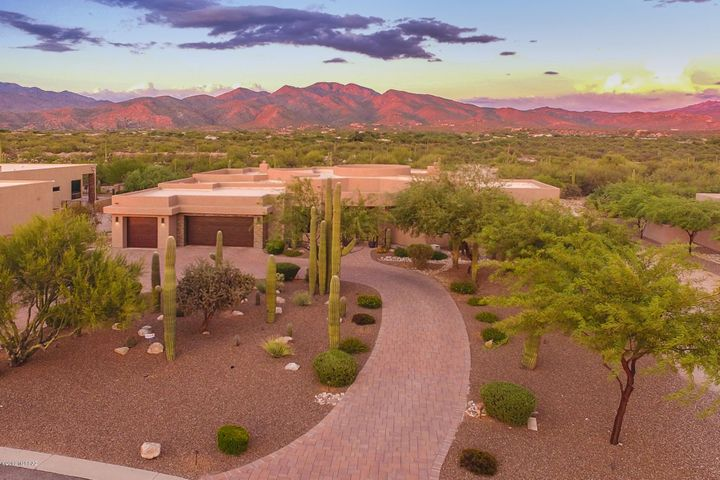 2726 N Megafuana Court, Tucson, AZ 85749