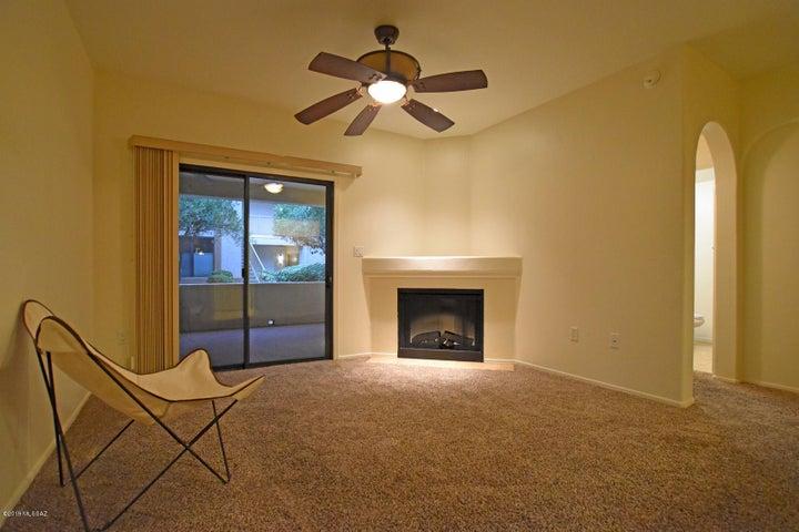 2550 E RIVER Road, 11102, Tucson, AZ 85718
