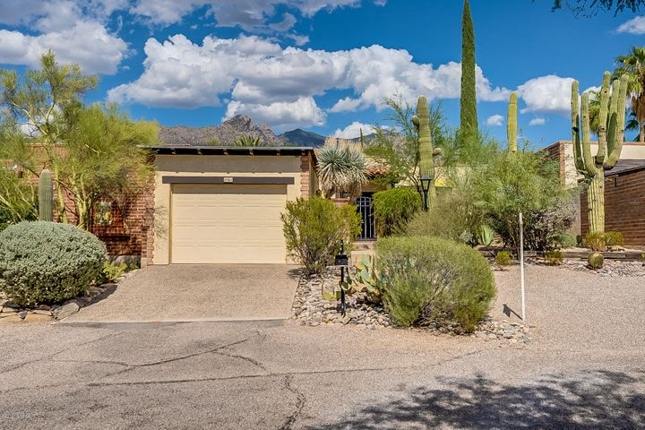 2561 E Cerrada Adelita, Tucson, AZ 85718