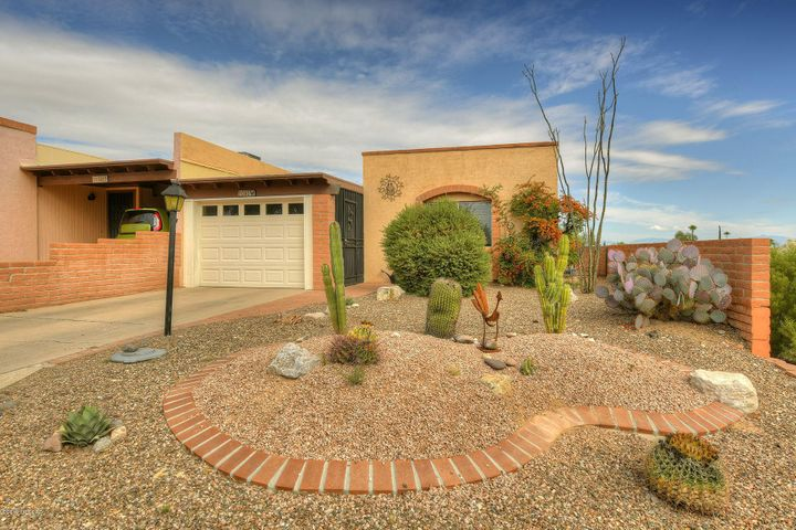 1040 W Camino El Greco, Green Valley, AZ 85622