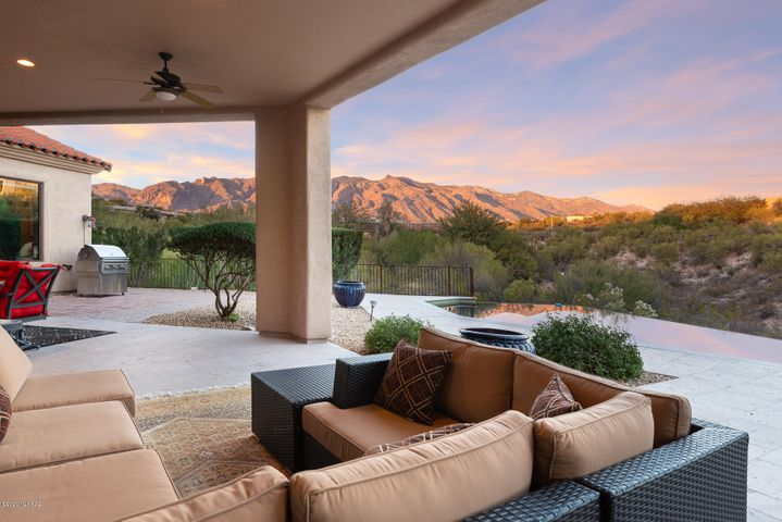 Beautiful outdoor space that offers the best of the indoor/outdoor Arizona lifestlyle